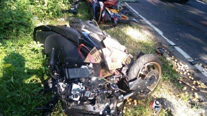 Kecelakaan lalu lintas yang terjadi di Jalan By Pass, Desa Kaima, Minahasa Utara, Provinsi Sulawesi Utara menewaskan 4 orang.