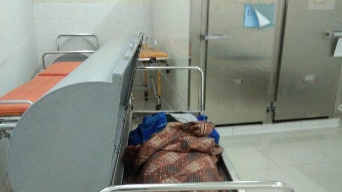 Eni Sulistia (27), seorang wanita muda ditemukan tewas tergeletak di jalan depan Gerbang Perumahan Nusa Batam, Senin (25/11/2019). Dugaan sementara, korban meregang nyawa lantaran menjadi korban tabrak lari.