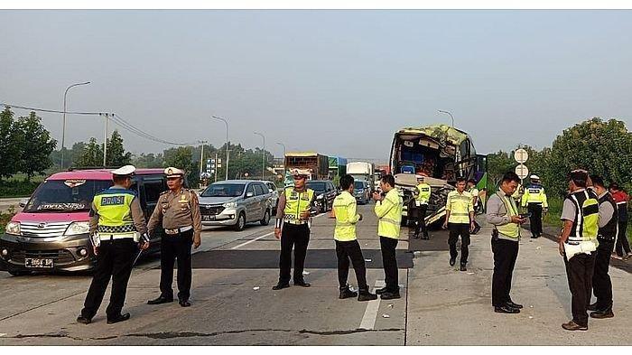 Kecelakaan Tol Cipali, Tabrakan Beruntun 4 Kendaraan dari Bus hingga Truk