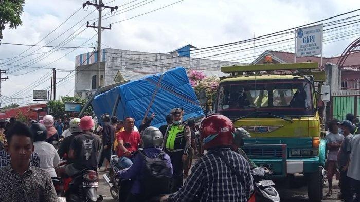 Pemandangan kecelakaan beruntun yang terjadi di Jalan Asahan, Km 4, Kecamatan Siantar, Kabupaten Simalungun, Kamis (19/11/2020) pagi sekitar pukul 09.30 WIB.