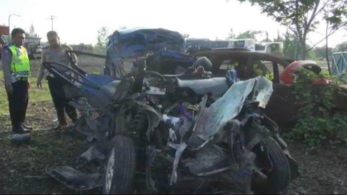 Kecelakaan maut menewaskan enam penumpang Toyota Avanza bernopol B 1076 PVC. Kecelakaan ini terjadi di KM 113.200 Tol Cipali, Kecamatan Pagaden, Kabupaten Subang, Minggu (1/12/2019).