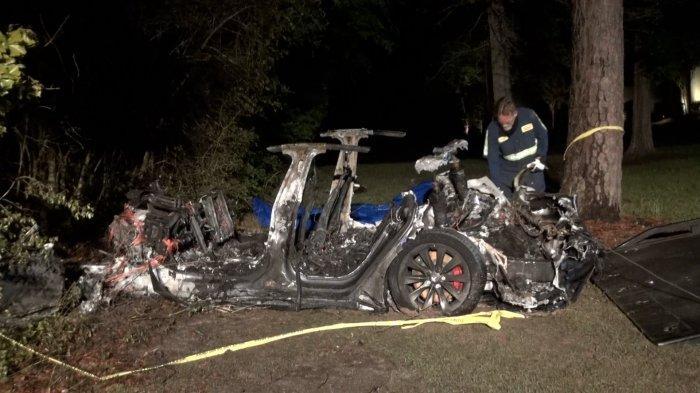 Kecelakaan Mobil Tesla di Texas Menewaskan 2 Orang Tanpa Ada yang Menyetir, Investigasi Dilakukan