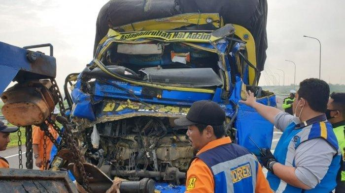 Kecelakaan truk pengangkut cabai dengan truk gandeng di Jalan Solo-Ngawi tepatnya di Ngemplak, Boyolali, Sabtu (13/3/2021).