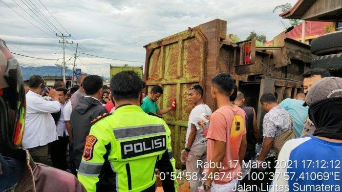 Truk Tabrak 5 Sepeda Motor di Lintas Solok-Padang, Dipicu Rem Blong Hingga Tak Terkendali
