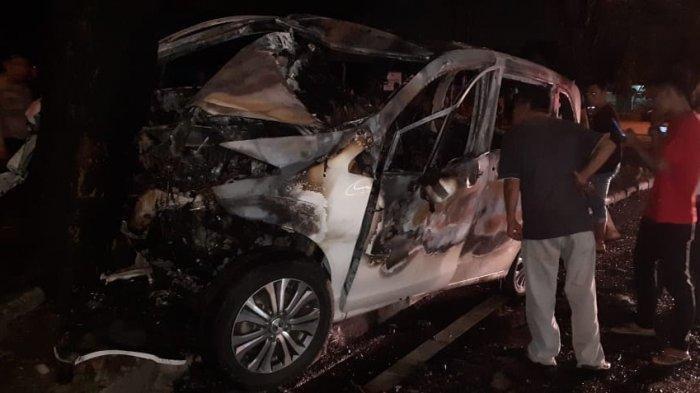 Kecelakaan menewaskan Hendra Halim usai mobilnya menabrak pohon di depan Jalan Jamin Ginting tepat di depan Pajak USU (Pajus) Jumat (14/2/2020).