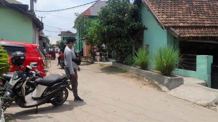 Suasana kediaman SUL di Jalan Soekarno-Hatta, Kelurahan Pidada, Kecamatan Panjang, Bandar Lampung, Minggu (8/11/2020). SUL adalah satu dari empat orang yang diamankan Densus 88 Antiteror Mabes Polri di Lampung, Sabtu (7/11/2020).