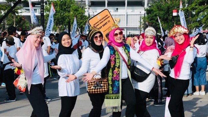 Sejumlah Istri Pejabat Negara Beberkan Makna Hari Ibu Saat Ikuti Jalan Sehat Keluarga di GBK