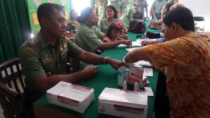 Anggota Koramil Semarang Barat Periksa HIV dan Sipilis