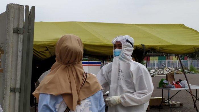 Kegiatan Pasien OTG saat menjalani isolasi di Wisma Atlet Kemayoran, Jakarta Pusat