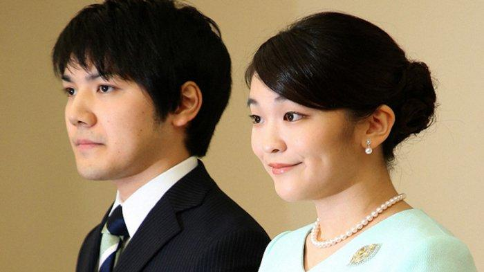 Kei Komuro (kiri) dan Puteri Mako (kanan)