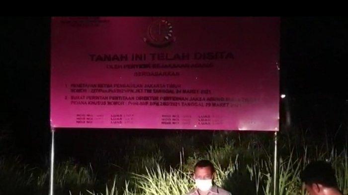 Kejagung Pasang Plang Penyitaan Ratusan Bidang Tanah Benny Tjokrosaputro dan Lukman Purnomosidi