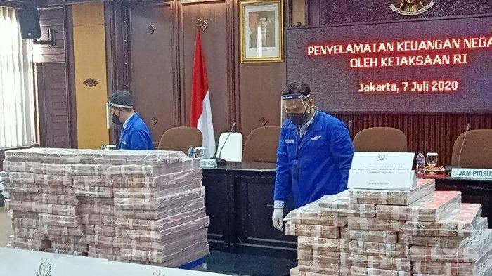 Penampakan Eksekusi Tumpukan Uang Hasil Korupsi Honggo Wendratno Sebesar Rp 97 Milliar