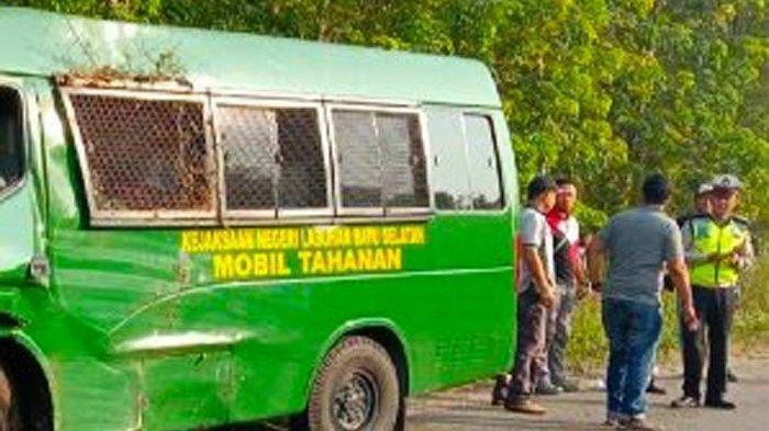 Mobil yang Angkut Tahanan Alami Kecelakaan, Tiga Orang Luka