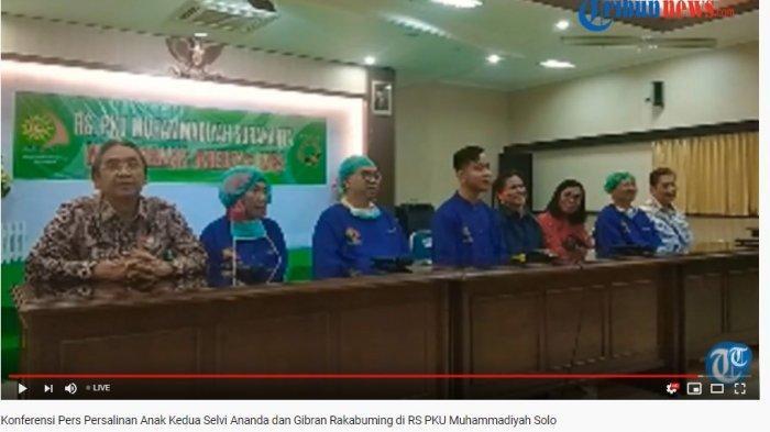 tangkap layar konferensi pers persalinan anak kedua Selvi Ananda dan Gibran di PKU Muhammadiyah Solo