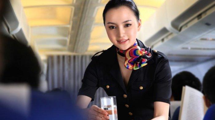 Alasan Pramugari Khawatir Saat Penumpang Memesan Kopi di Pesawat
