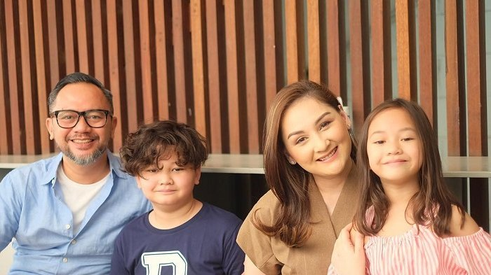Miliki Anak Berusia Remaja, Mona Ratuliu Ungkap Kekhawatirannya Jika Mereka Pacaran