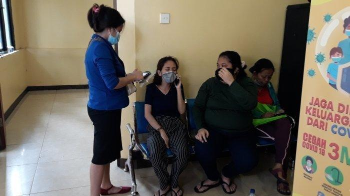 Tangis Keluarga Pegawai Kafe dan Anggota TNI yang Jadi Korban Penembakan Oknum Polisi di Cengkareng