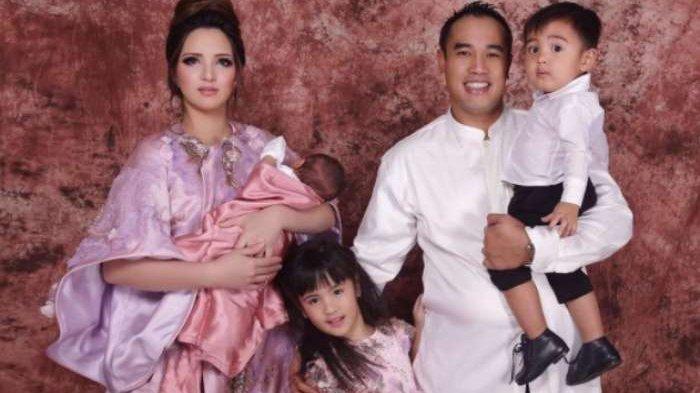 Keluarga Nia Ramadhani dan Ardie Bakrie