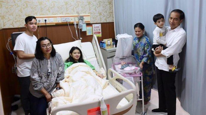 Keluarga Presiden Jokowi dan besan saat sambut cucu ketiga, La Lembah Manah.