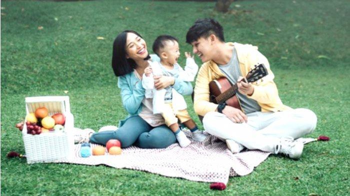 Koleksi UV Cut dari Uniqlo Bikin Keluarga Rinni Wulandari Nyaman Nikmati Hari Keluarga Internasional