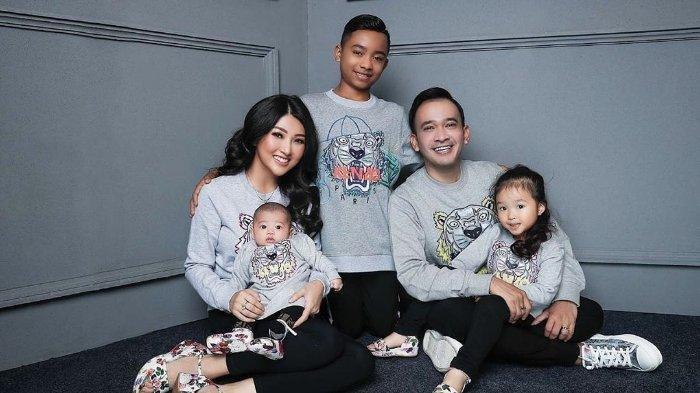 Keluarga Ruben Onsu dan anak angkatnya, Betrand Peto