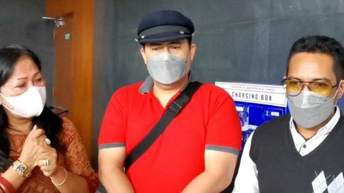 Keluarga pedangdut Saipul Jamil didampingi kuasa hukum sambangi Pengadilan Tipikor Jakarta, Jalan Bungur, Jakarta Pusat, Rabu (30/6/2021).