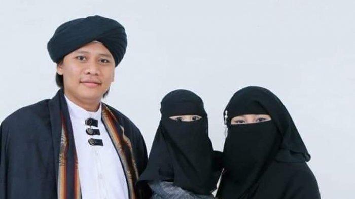 Potret Keluarga Pimpinan Pondok Pesantren Cijeungjing Hafi Muhammad Kafi Firdaus.