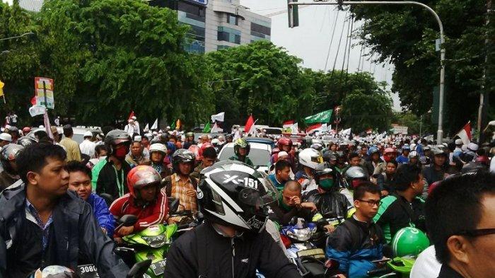 Ratusan Pengendara Terjebak di Jalan Ridwan Muis