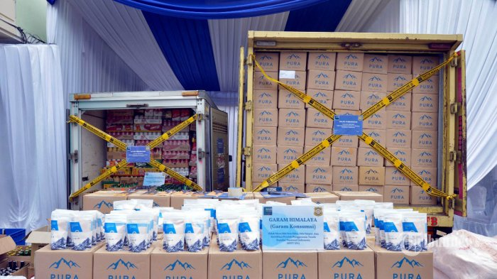 Menteri Perdagangan Agus Suparmanto menghadiri pemusnahan garam Himalaya dan  minuman beralkohol di Balai Pengawasan Tertib Niaga, Bekasi, Jawa Barat, Rabu (22/7/2020).  Kementerian Perdagangan melalui Direktorat Jenderal Perlindungan Konsumen dan Tertib Niaga memusnahkan 2,5 ton garam Himalaya yang melanggar ketentuan izin Standar Nasional Indonesia (SNI) dan 3.000 botol minuman beralkohol yang melanggar ketentuan distribusi. TRIBUNNEWS/HO/KEMENDAG