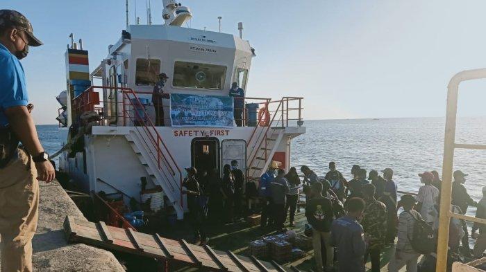 Kemenhub Fasilitasi Pengiriman Bantuan Kemanusiaan Untuk Korban Banjir Rob di Semparong NTT