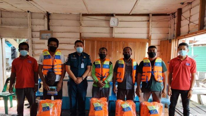 Kampanye Keselamatan Pelayaran, KSOP Kelas I Tanjung Balai Karimun Bagikan Seribu Life Jacket