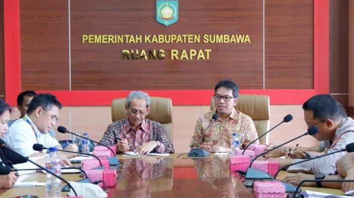 Temui Bupati Sumbawa, Kemenko PMK Minta Percepatan Rehab Rekon Pasca Bencana