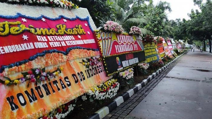 (Kemenko Polhukam), di Jalan Medan Merdeka Barat, Jakarta Pusat  bunga ucapan sela