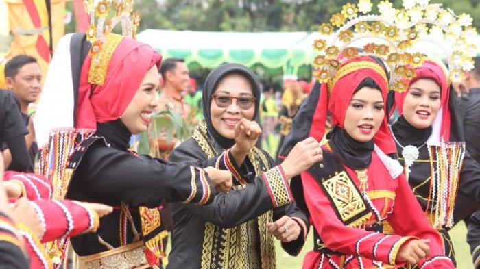 Deretan Budaya Melayu Khas Kuansing Tersaji di Festival Pacu Jalur 2018