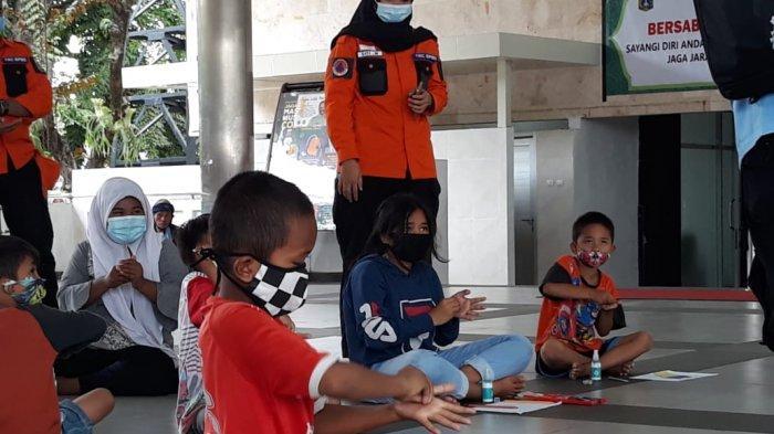 Upaya Kementerian Sosial Hilangkan Trauma Anak Korban Kebakaran di Cideng