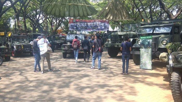 Kendaraan-kendaraan Militer Ikut Mejeng di Acara Otobursa Tumplek Blek 2019