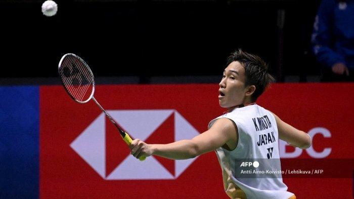 Kento Momota dari Jepang bermain saat melawan Tien Chen Chou dari Chinese Taipei