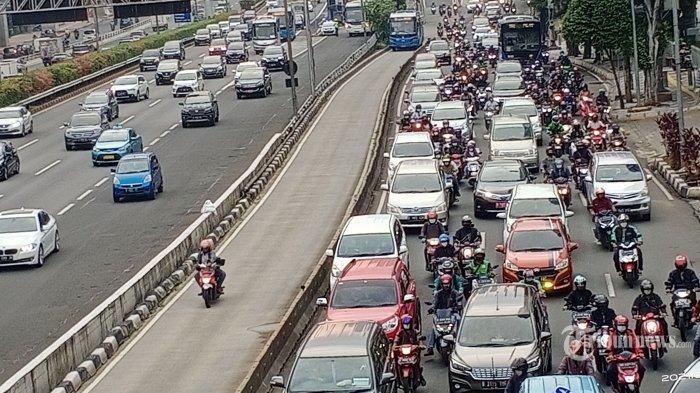 Kasus Covid-19 Turun, Tingkat Mobilitas Masyarakat RI Lebih Rendah dari Malaysia dan Vietnam