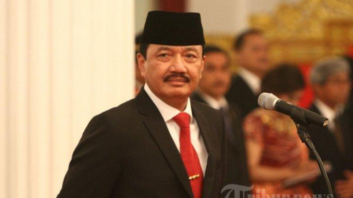 Kepala Badan Intelejen Negara (BIN) Komjen Pol Budi Gunawan mengucapkan sumpah jabatan pada acara pelantikan di Istana Negara, Jakarta, Jumat (9/9/2016). Budi Gunawan dilantik menjadi kepala BIN menggantikan Sutiyoso.