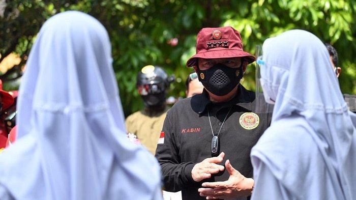 Kepala BIN Budi Gunawan meninjau vaksinasi pelajar yang digelar di SMPN 1 Semarang, Jawa Tengah, Rabu (21/7/2021).