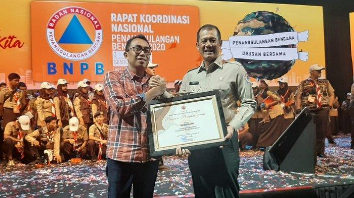 Tribunnews.com Raih Penghargaan dari BNPB Atas Peran Aktif Menyebarkan Informasi Kebencanaan