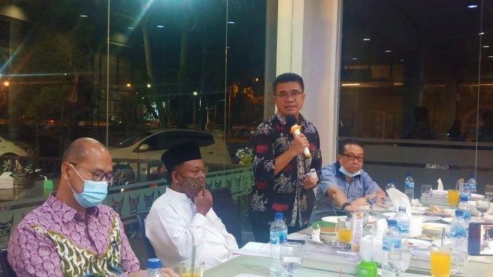 Kepala Dinas Pendidikan Sumbar Adib Alfikri, saat jumpa pers di Padang, Jumat (22/1/2021) malam