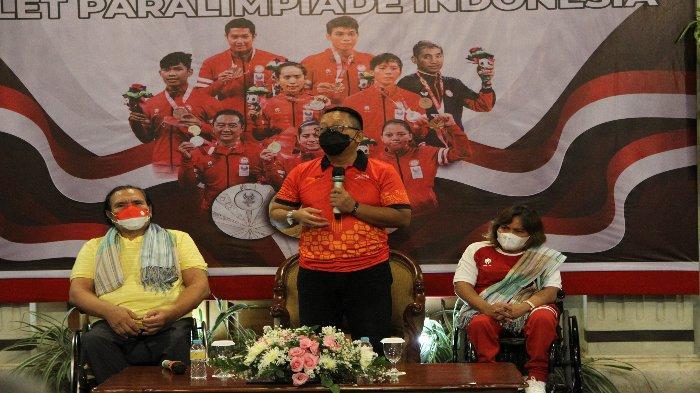Kepala Disporapar Jateng, Sinung Rachmadi menyampaikan apresiasi terhadap atlet Indonesia yang meraih prestasi di Paralimpiade Tokyo 2020 di Kusuma Sahid Prince Hotel, Surakarta pada Jumat (17/9/2021) malam.