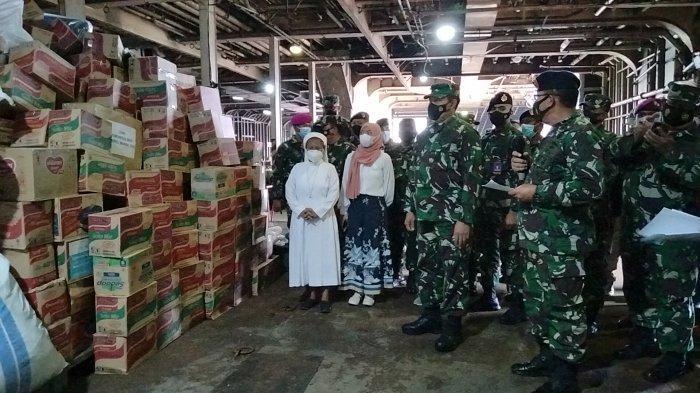 TNI AL Kerahkan KRI Tanjung Kambani Angkut 300 Ton Bantuan untuk Korban Bencana NTT