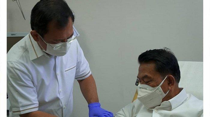 Moeldoko Disuntik Vaksin Nusantara oleh Terawan