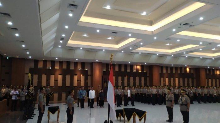 Kepolisian RI melakukan upacara serah terima jabatan kepada Komjen Pol Gatot Eddy sebagai Wakapolri. Eks Kapolda Metro Jaya itu menggantikan Ari Dono Sukmanto yang mendekati masa pensiun.