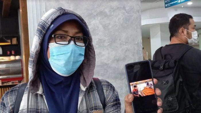 Hetty, seorang kerabat Dorce Gamalama, saat ditemui di RS Primaya, Bekasi, Jumat (8/10/2021).