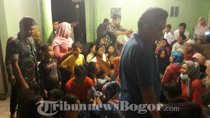 Santap Nasi Kebuli, Warga Kampung Cirangrang Kecamatan Cisarua, Bogor Keracunan