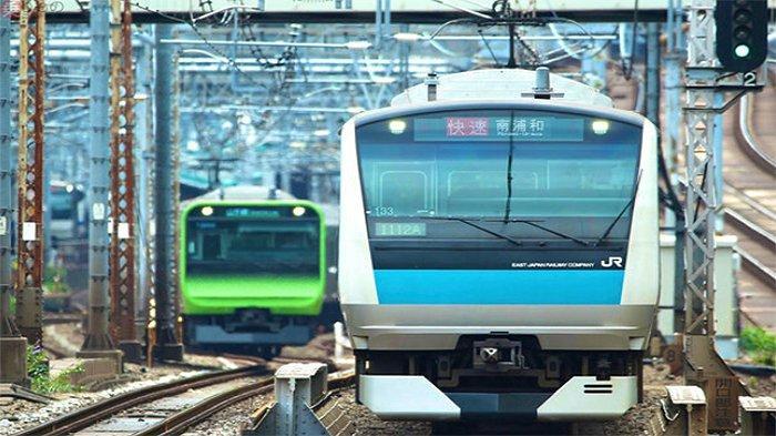 Kereta api JR East, Yamanote Line dan Keihin Tohoku Line (kanan).