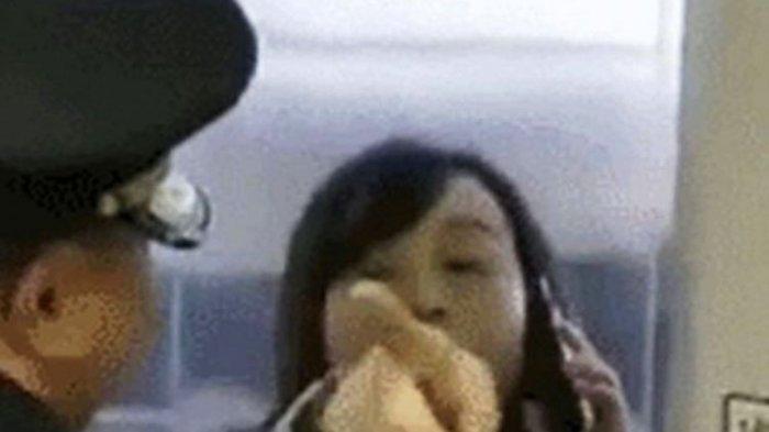Aksi Berbahaya, Perempuan Ini Hentikan Paksa Kereta Cepat karena Suami Telat